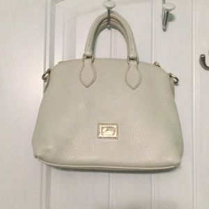 White pebbled leather Dooney & Bourke purse